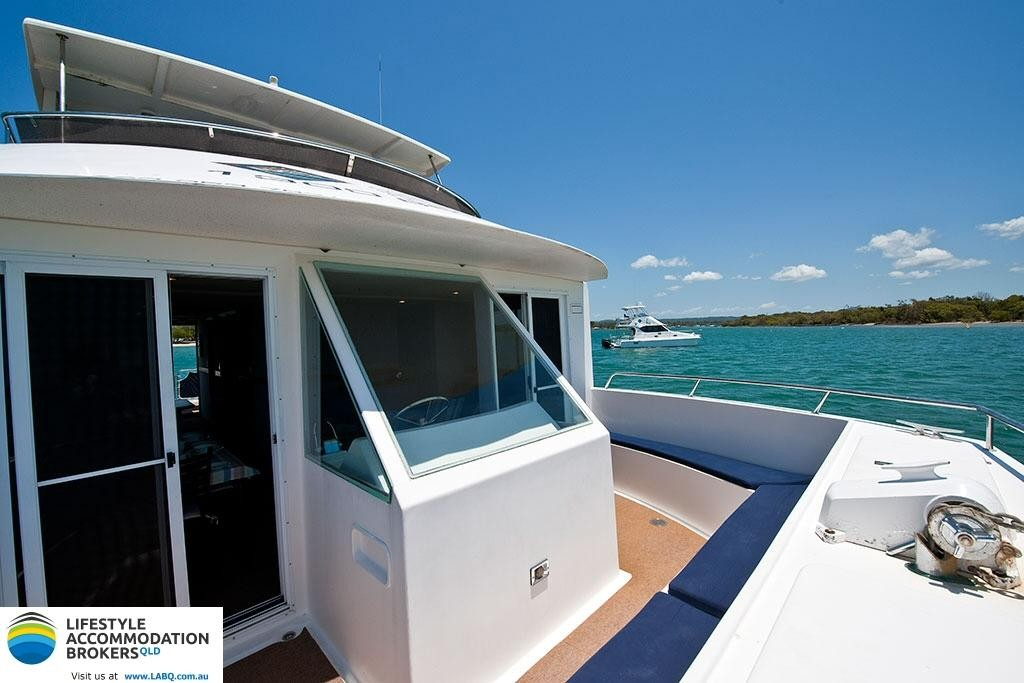 Houseboat Hire - Location & Lifestyle - BG